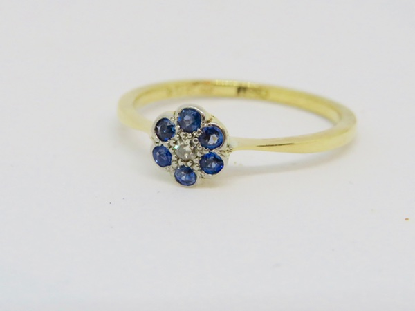 f29cc343f910c 18ct Yellow Gold Sapphire and Diamond Art Deco Daisy Cluster Ring ...