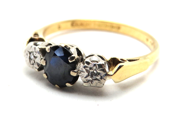 vintage sapphire trilogy ring