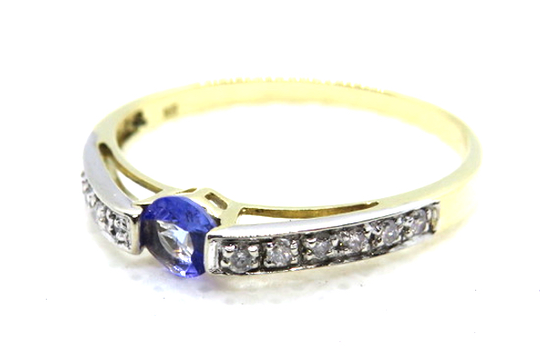 9ct tanzanite and diamond rinf