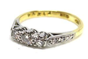 18ct yellow gold vintage diamond trilogy ring
