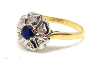 18ct yellow gold vintage sapphire and diamond ring